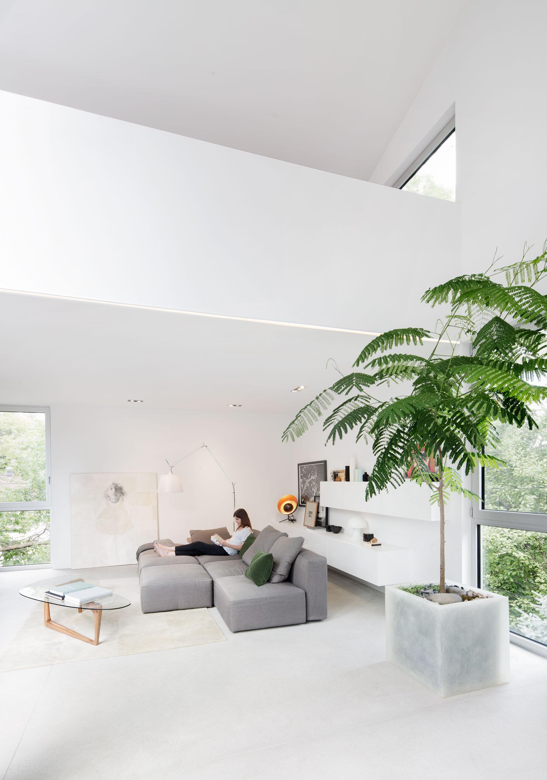 Holy-Cross-living-room