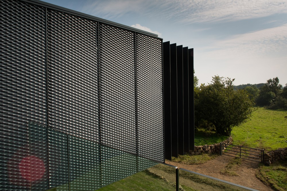 Irish-container-home-exterior-metal-sheets2