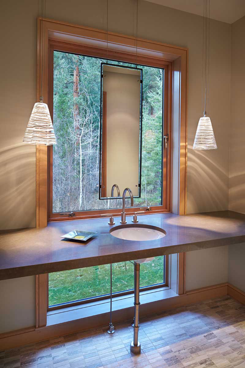 Mazama-House-bathroom-window
