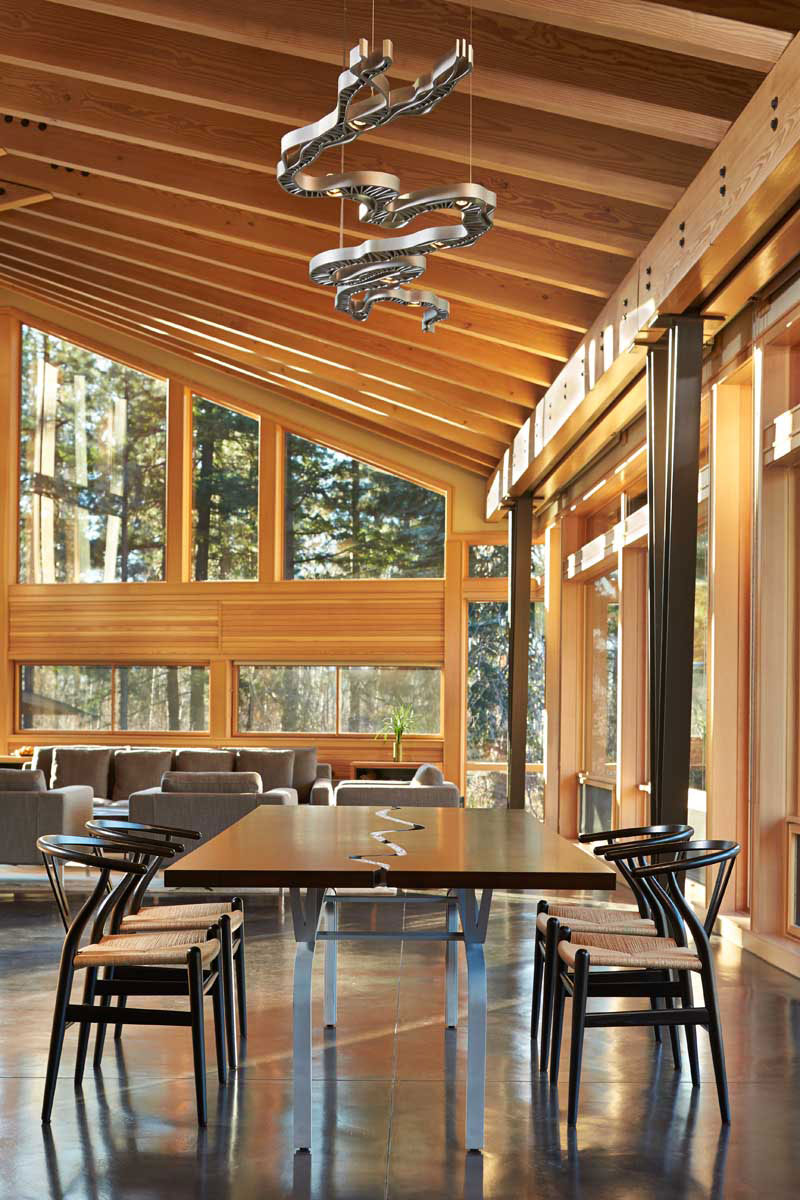 Mazama-House-dining-area