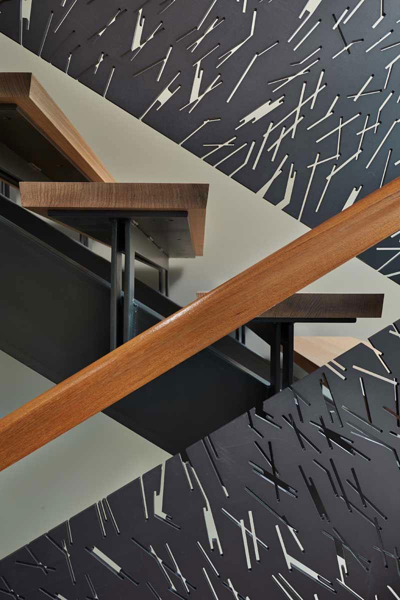 Mazama-House-staircase2