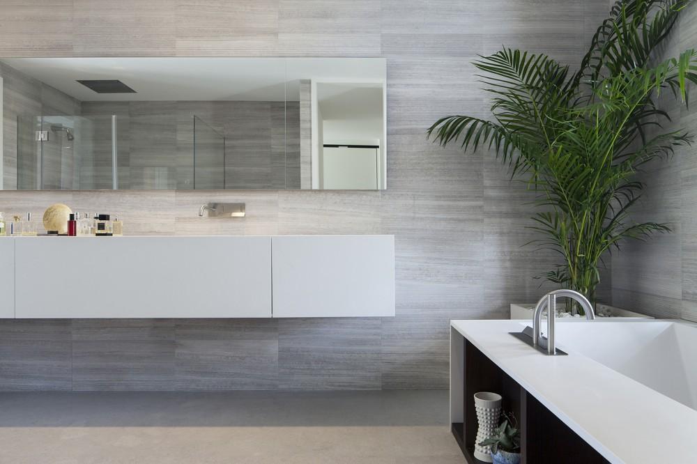 Mediterranean-residence-bathroom