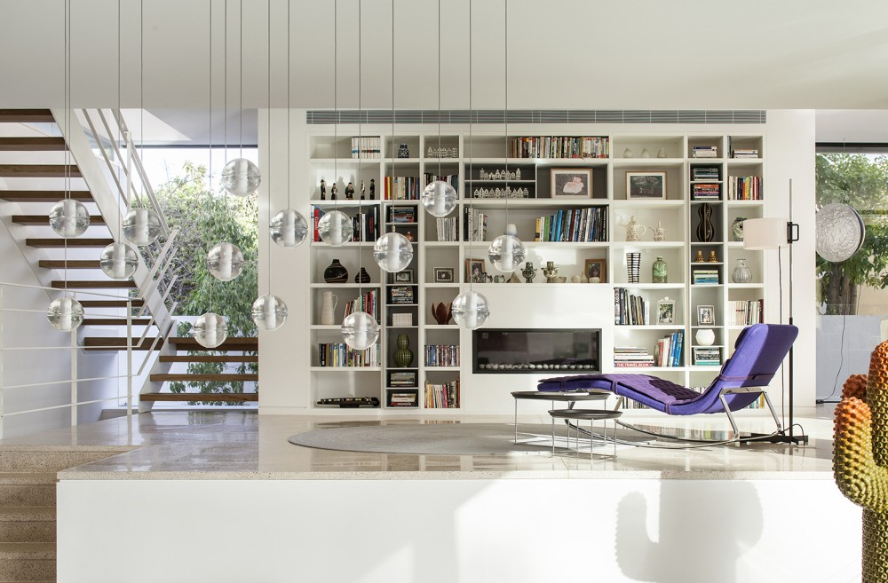 Mediterranean-residence-library-overview-pendants