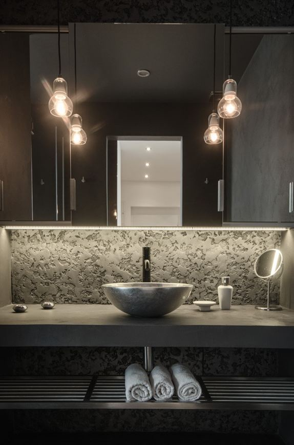 OOOOX-attic-apartment-bathroom-washbasin