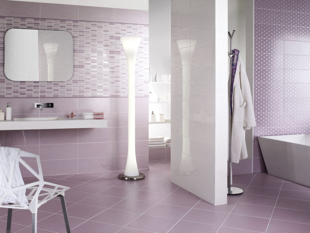20 functional stylish bathroom tile ideas for Piastrelle bagno lavanda