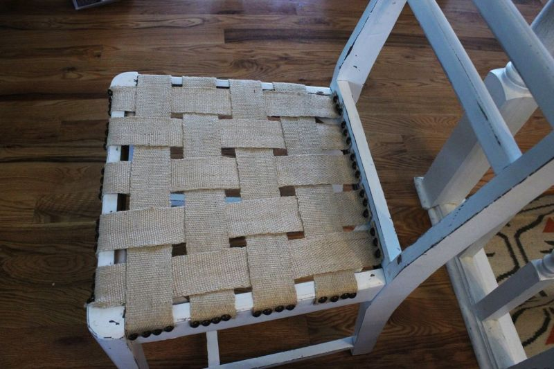 Strips on chair from jute
