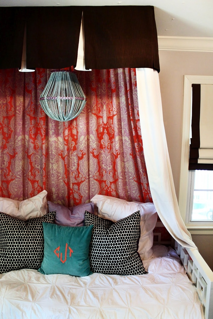 15 canopy beds that will convince you to get one for Build your own canopy bed