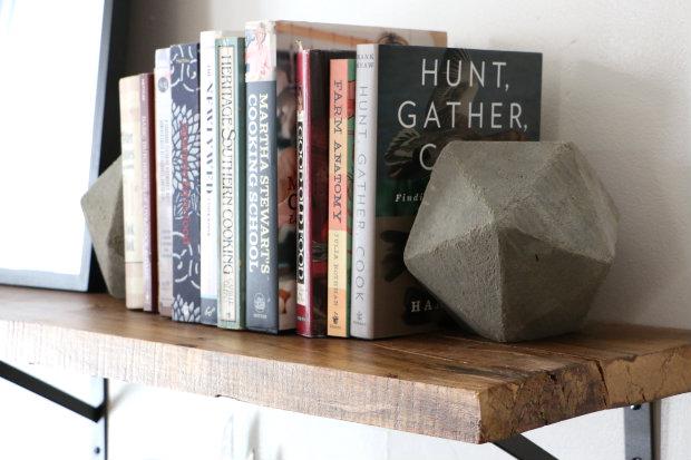 Idée cadeau 18 ans - Page 2 Concrete-bookends