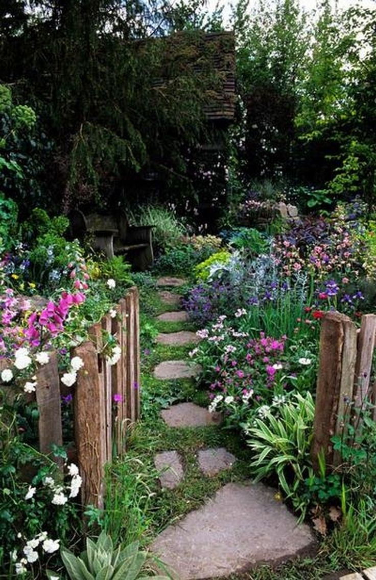 Top 10 tips for making your home look like a cottage for Classic house with flower garden