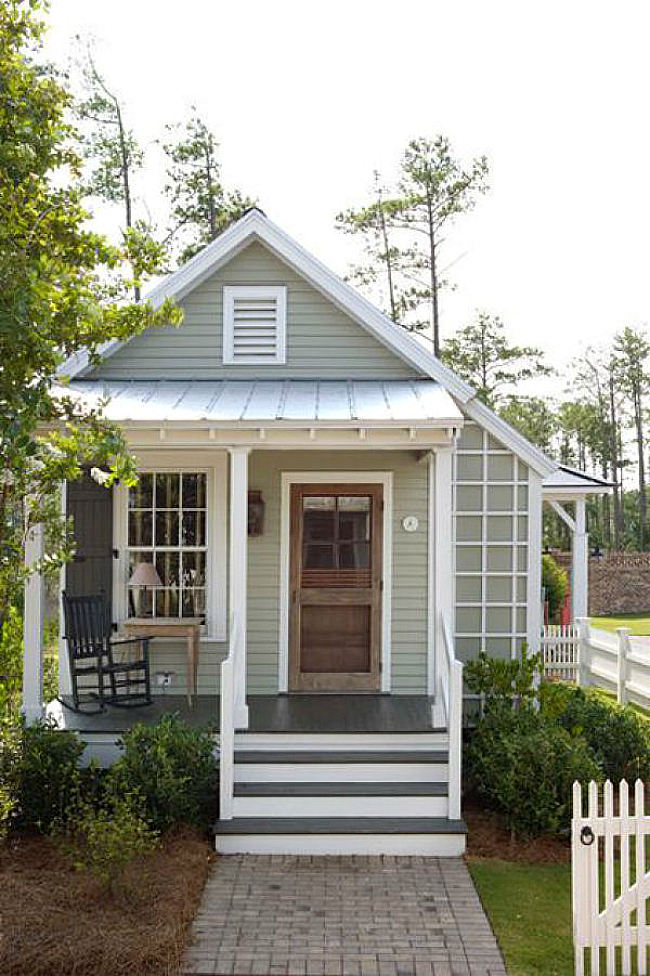 Top 10 tips for making your home look like a cottage for Small house front door ideas