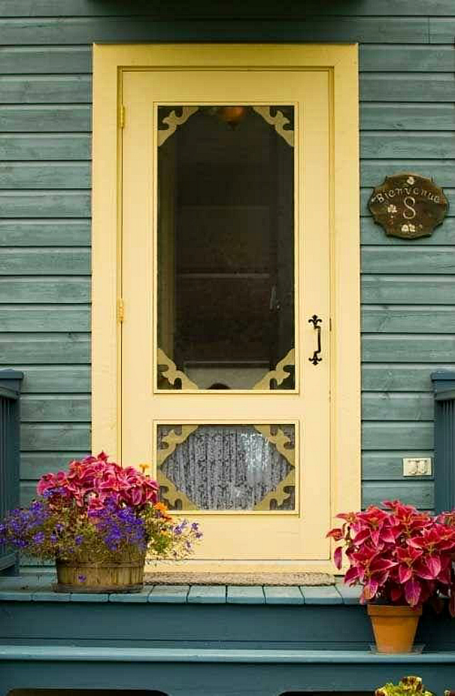 cottage screen door & Top 10 Tips for Making Your Home Look Like a Cottage