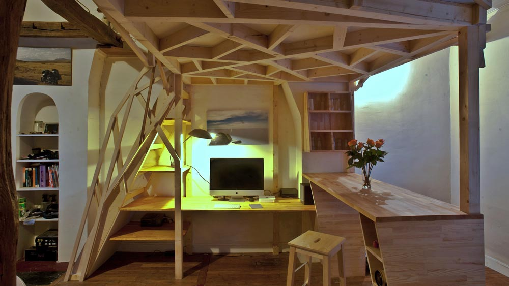 mezzacabane-small-apartment-desk