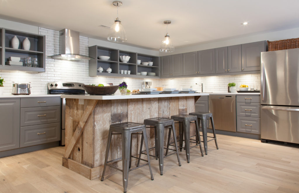 Etonnant Modern Kitchen Reclaimed Wood Island