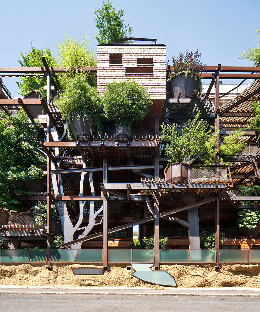 urban-treehouse-terrace-and-pond