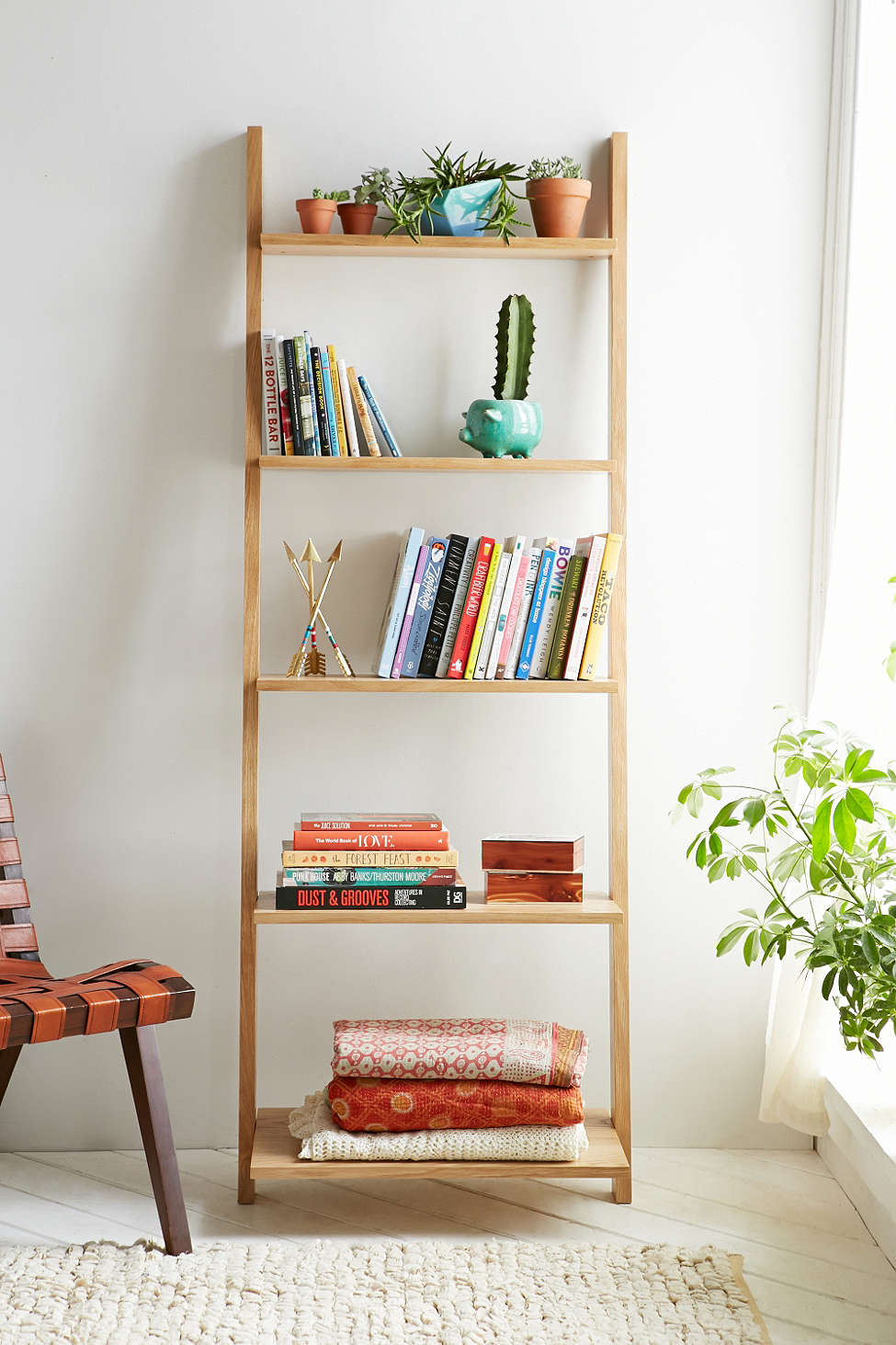 Leaning Bookshelf Design Possibilities – Casual With A Hint Of ...
