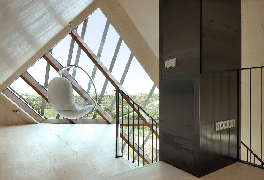 Dune-house-hanging-chair