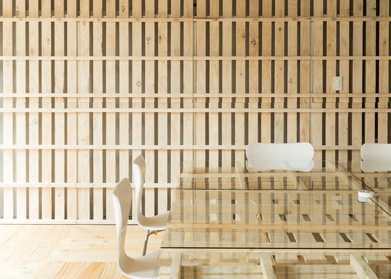 Shitomito-Palette-project-table-closeup
