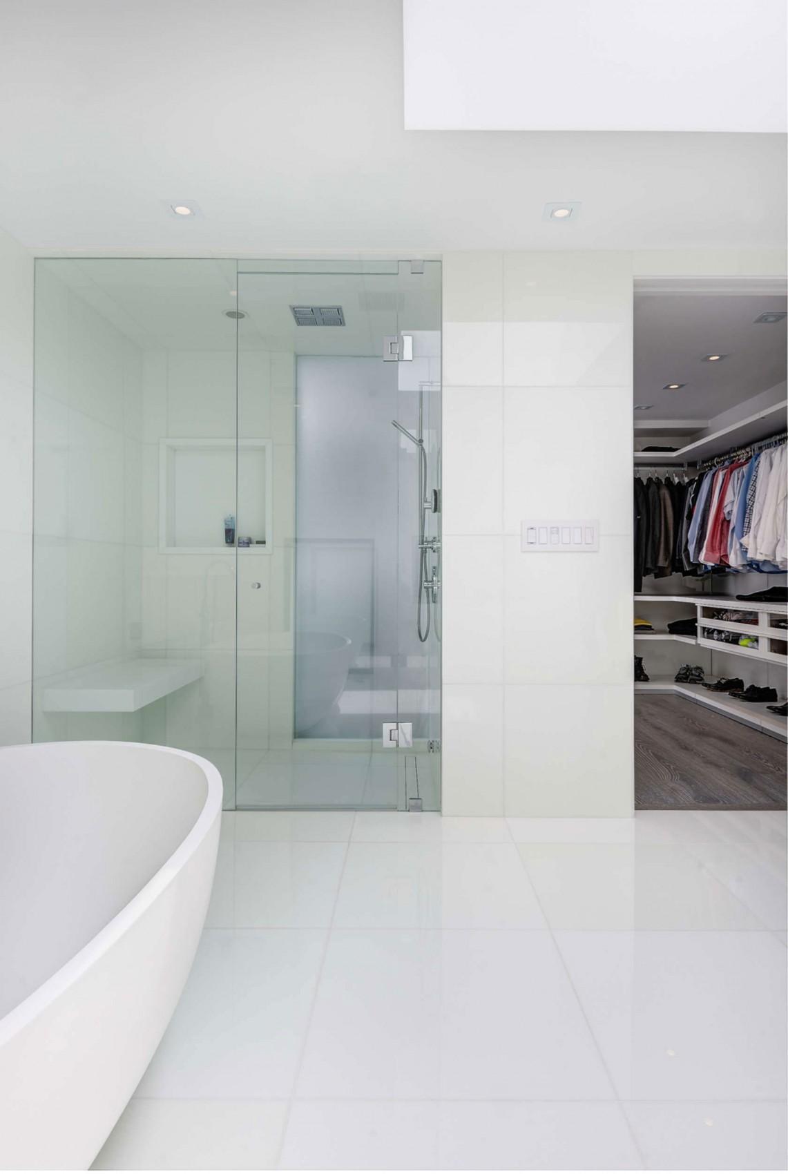 Toronto-bachelor-home-bathroom-shower