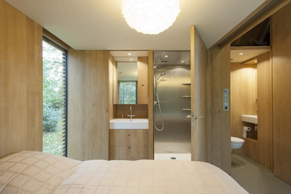 Utrecht-recreation-home-bedroom-and-bathroom