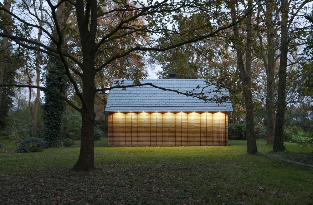 Utrecht-recreation-home-closed-shutters-overview