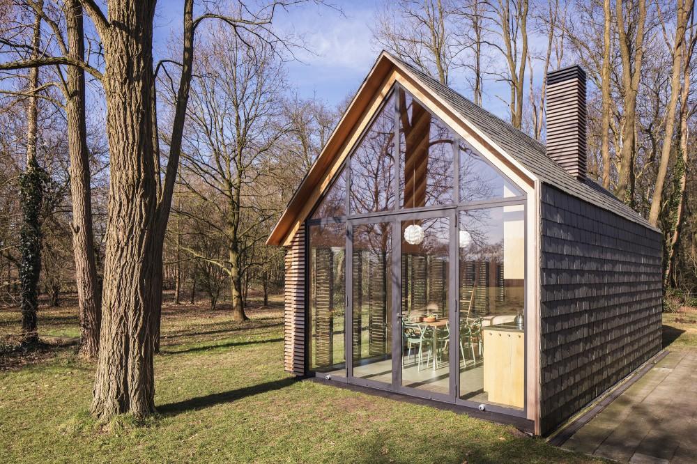 Utrecht-recreation-home-transparent-front-facade