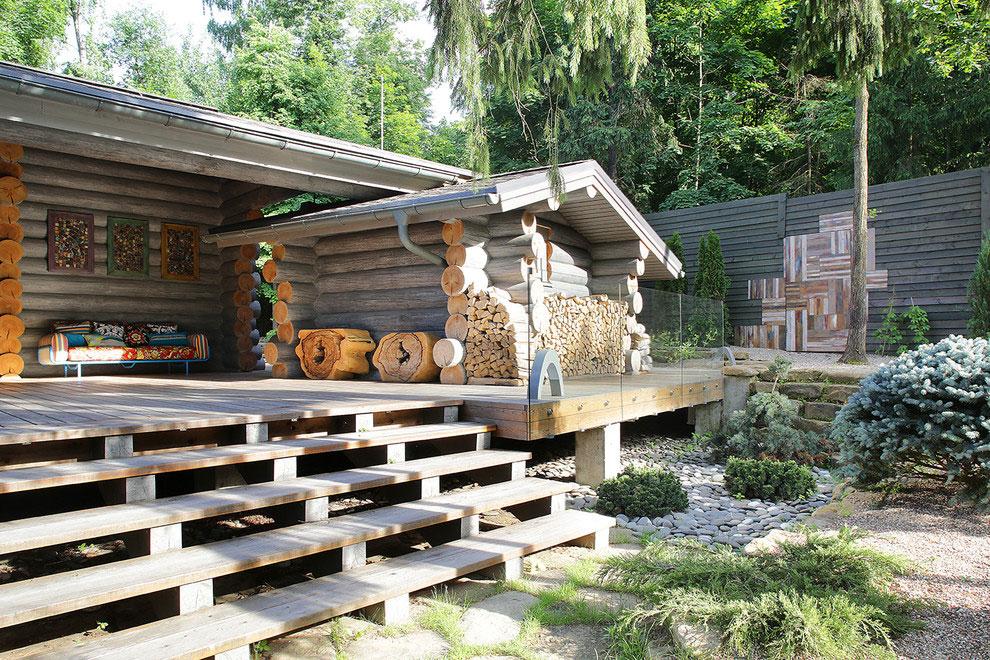 Wooden-Cottage-deck