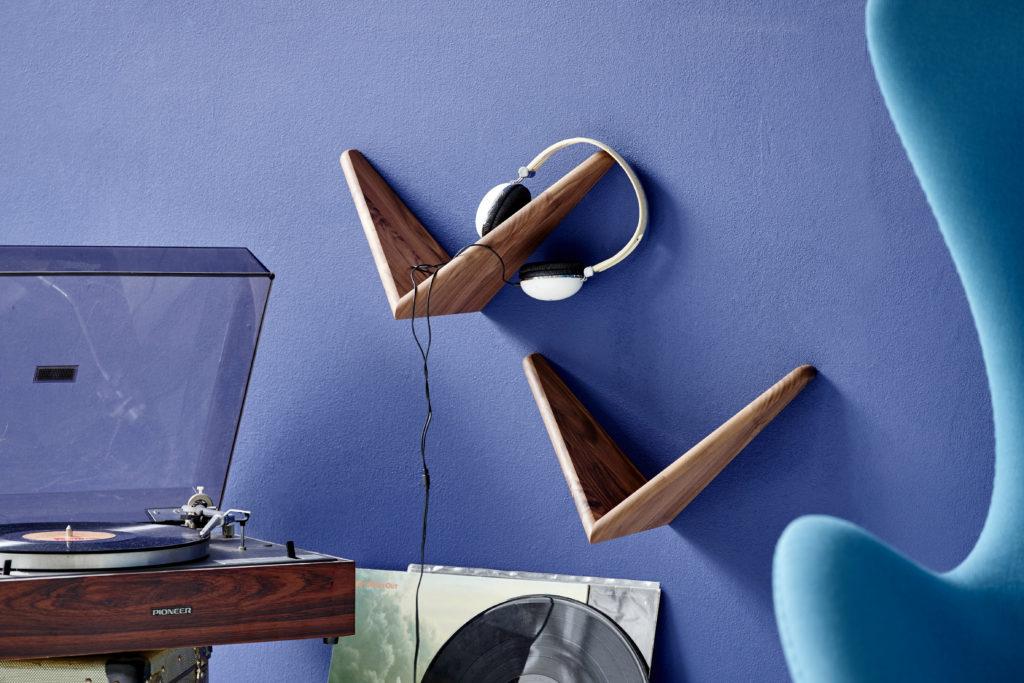 butterfly-shelf-reading-nook