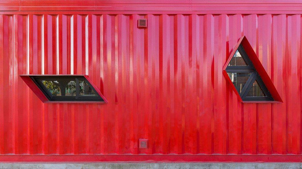 container-home-argentina-street-facade-closeup