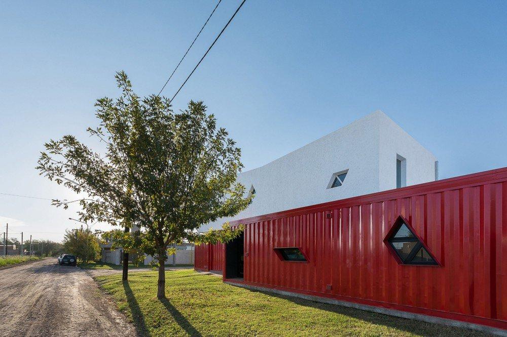 container-home-argentina-street-facade