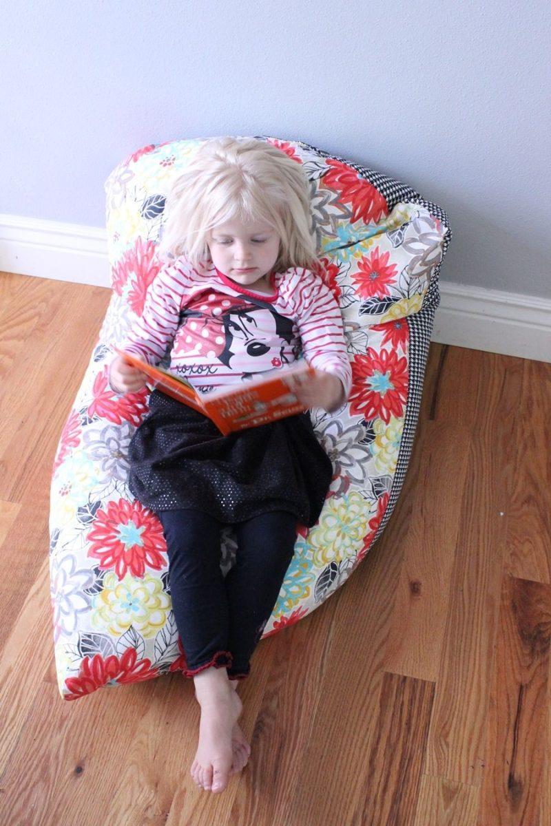 超级简单的DIY儿童豆袋椅:一步一步的教程