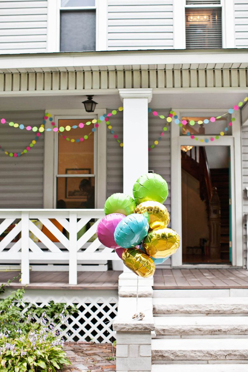 Creating a housewarming party with diy decorations for Small house decoration images