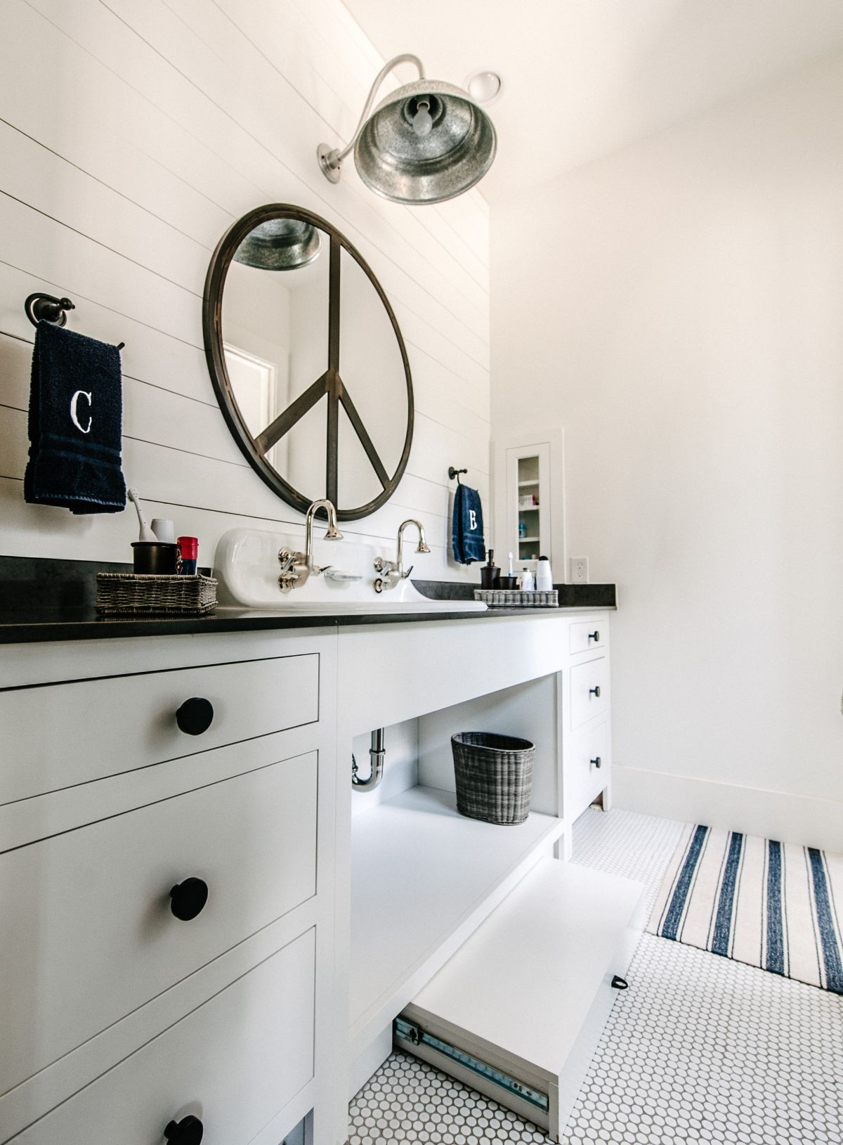 Easy Ways To Style And Organize The Kids Bathroom
