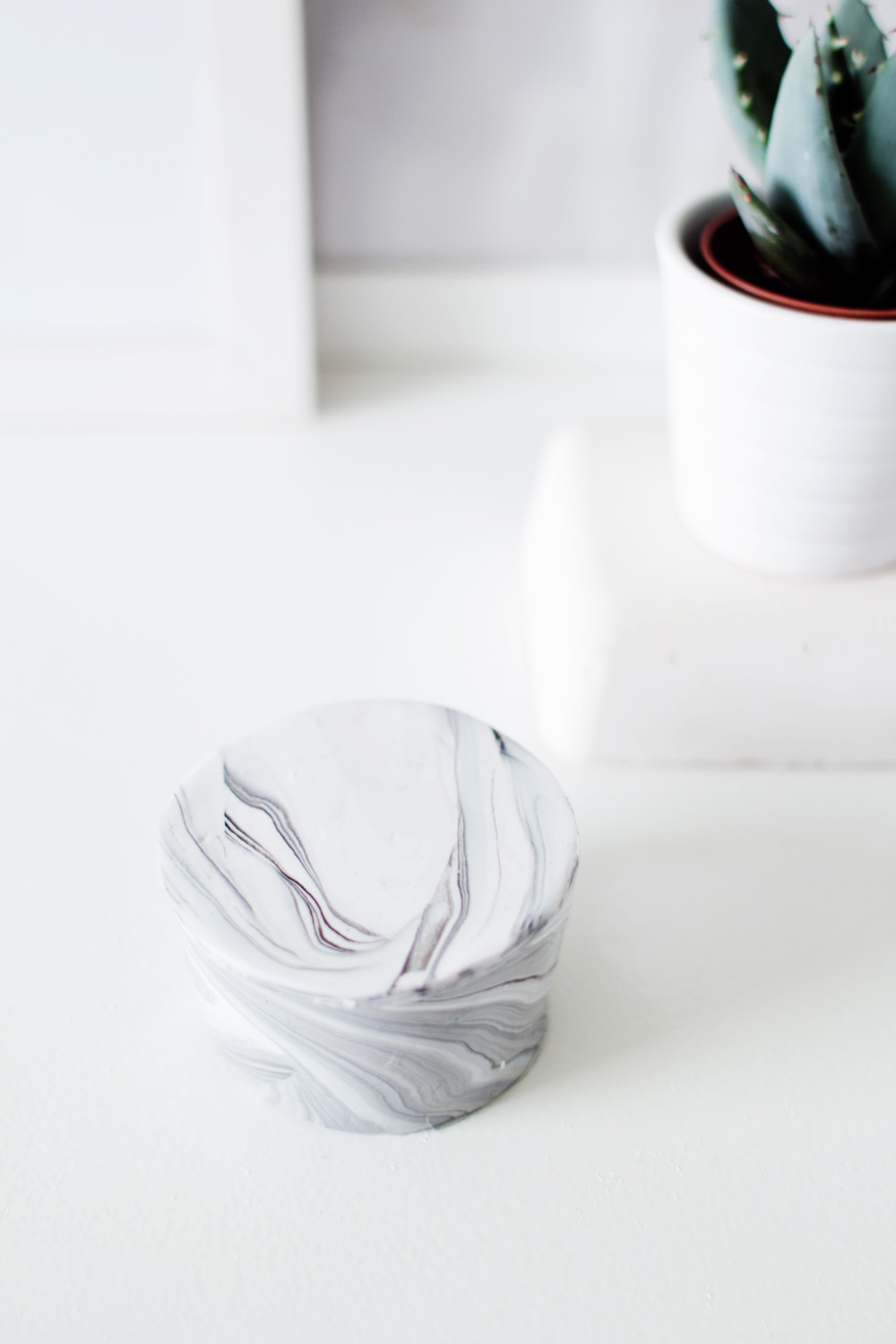 DIY-Marbled-Trinket-Dish-tiny-box