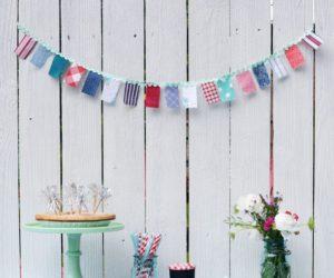 DIY红色,白色和蓝色织物花环