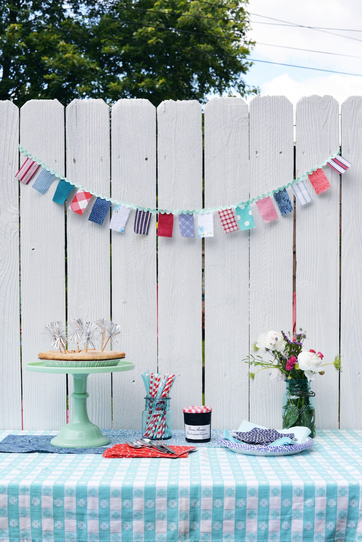 DIY-fabric-banner-for-patriotic-day