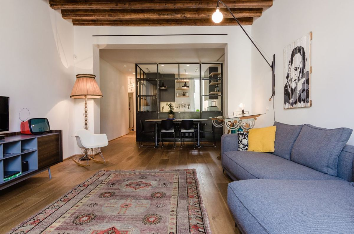 Navigly-Milan-apartment-renovation-living-room-kitchen-connection