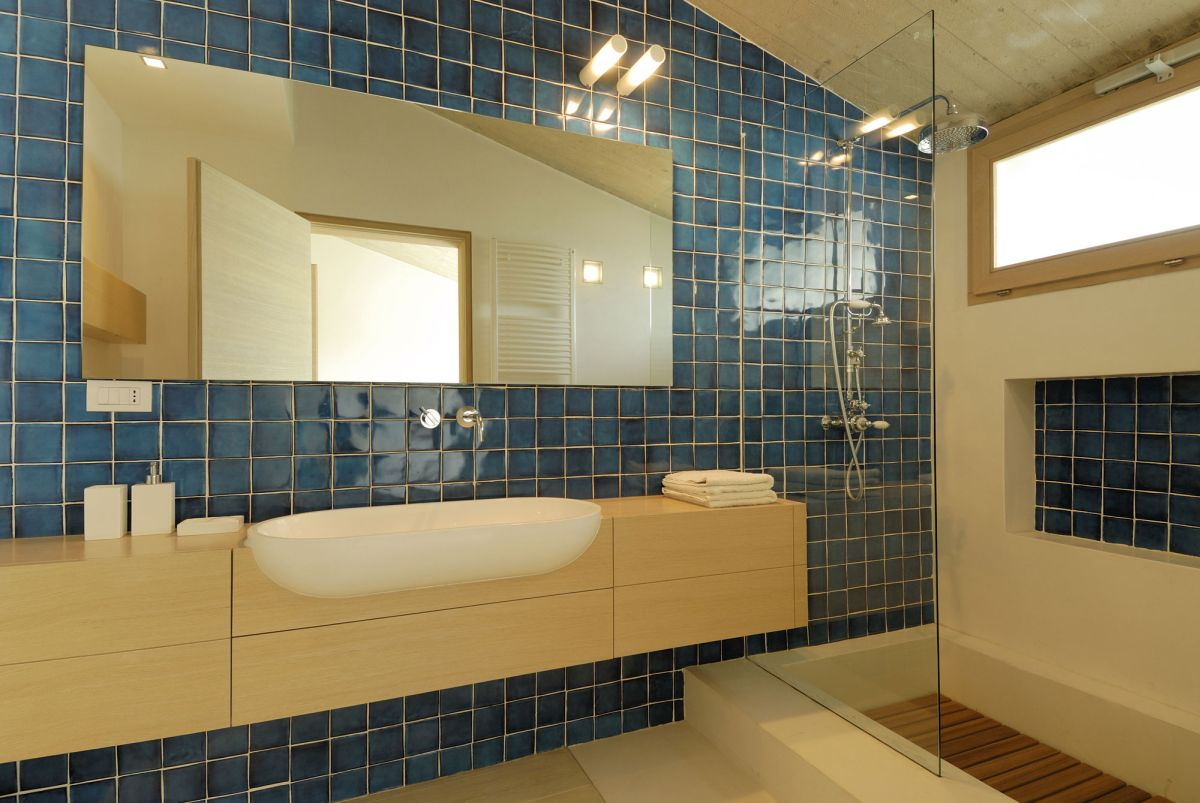 Residence-in-Sardinia-bathroom-blue-tiles