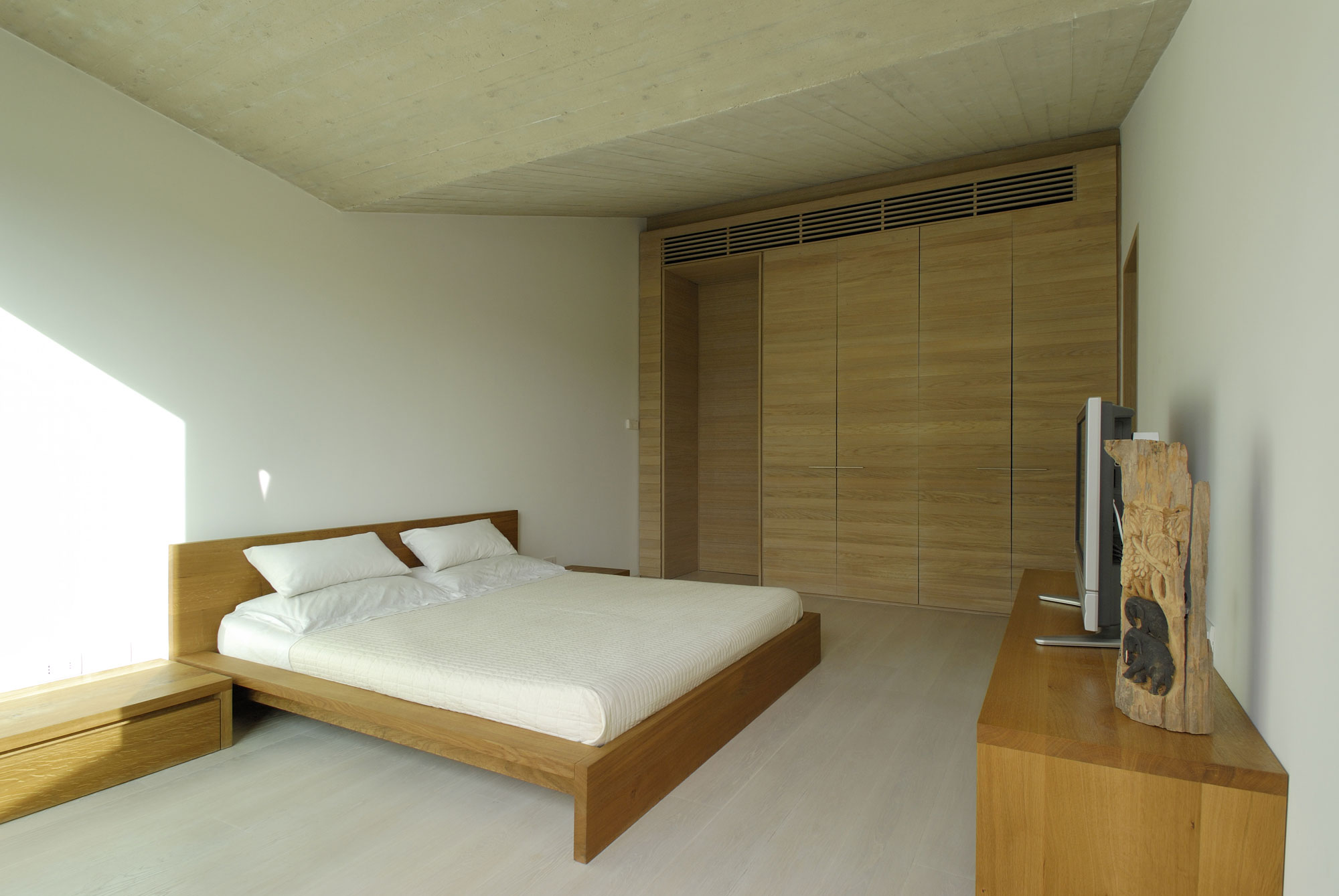 Residence-in-Sardinia-bedroom-with-double-bed