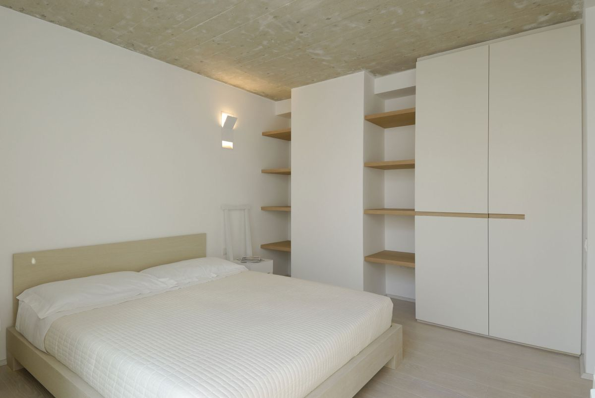 Residence-in-Sardinia-bedroom-with-large-storage