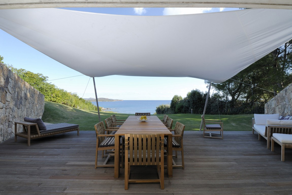 Residence-in-Sardinia-covered-deck