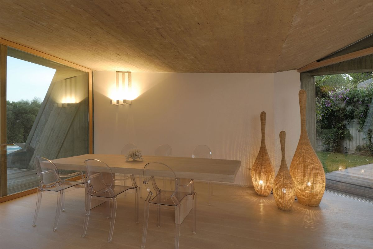 Residence-in-Sardinia-dining-area-lighting