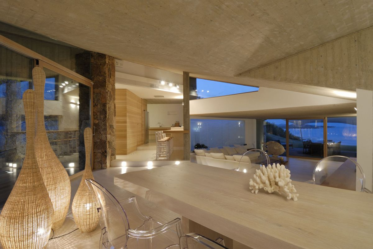 Residence-in-Sardinia-dining-chairs-and-lamps