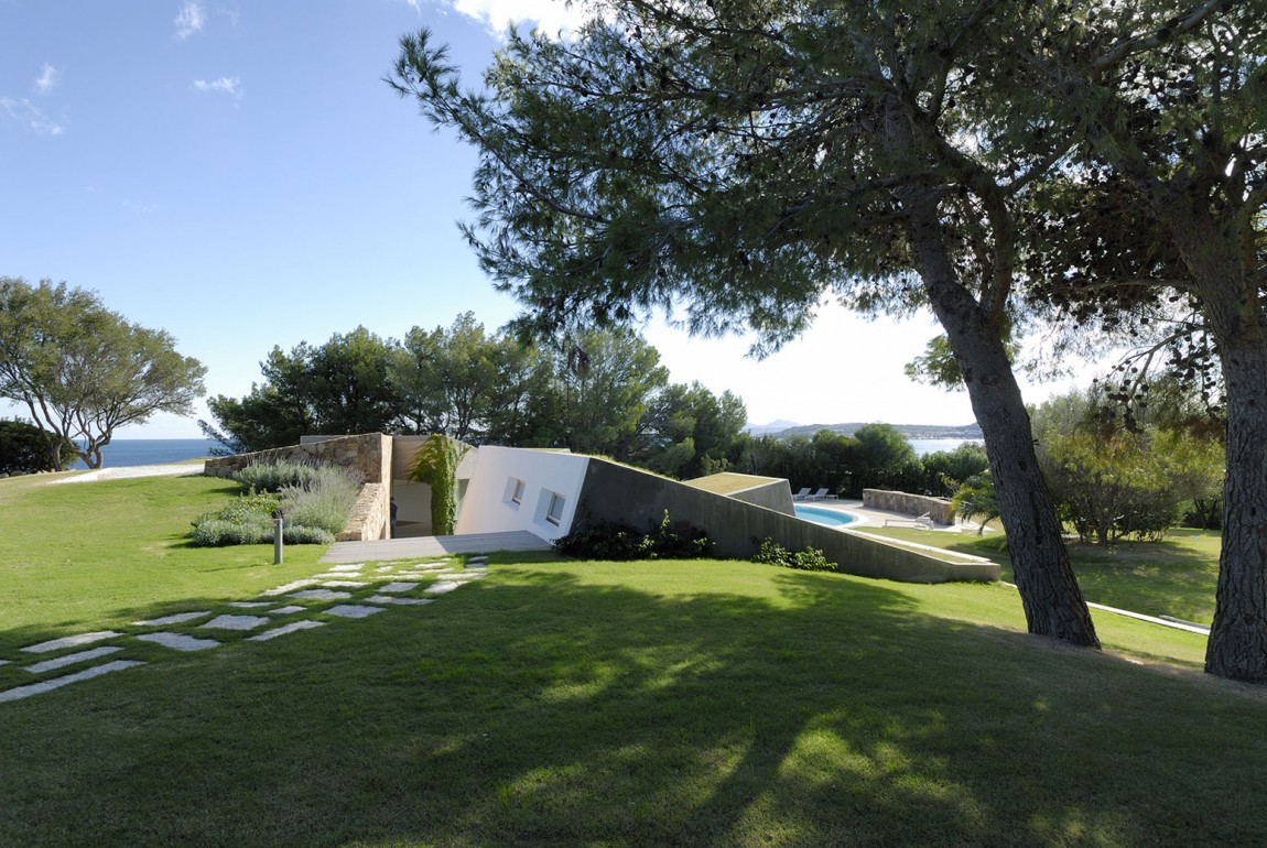 Residence-in-Sardinia-interesting-archtiecture