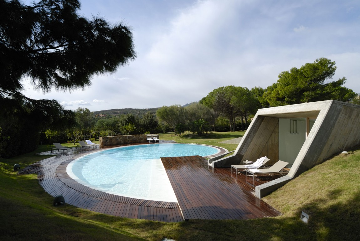 Residence-in-Sardinia-pool-deck-connection