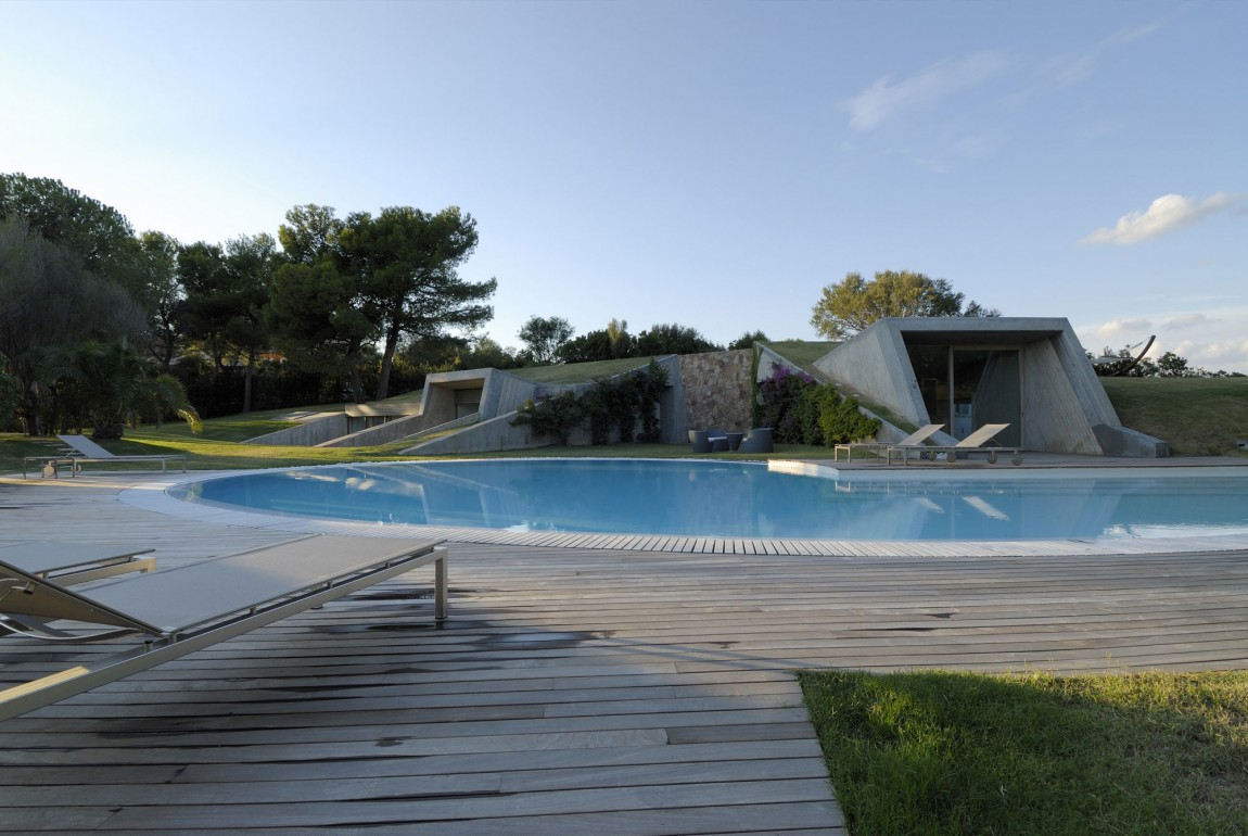 Residence-in-Sardinia-pool-deck