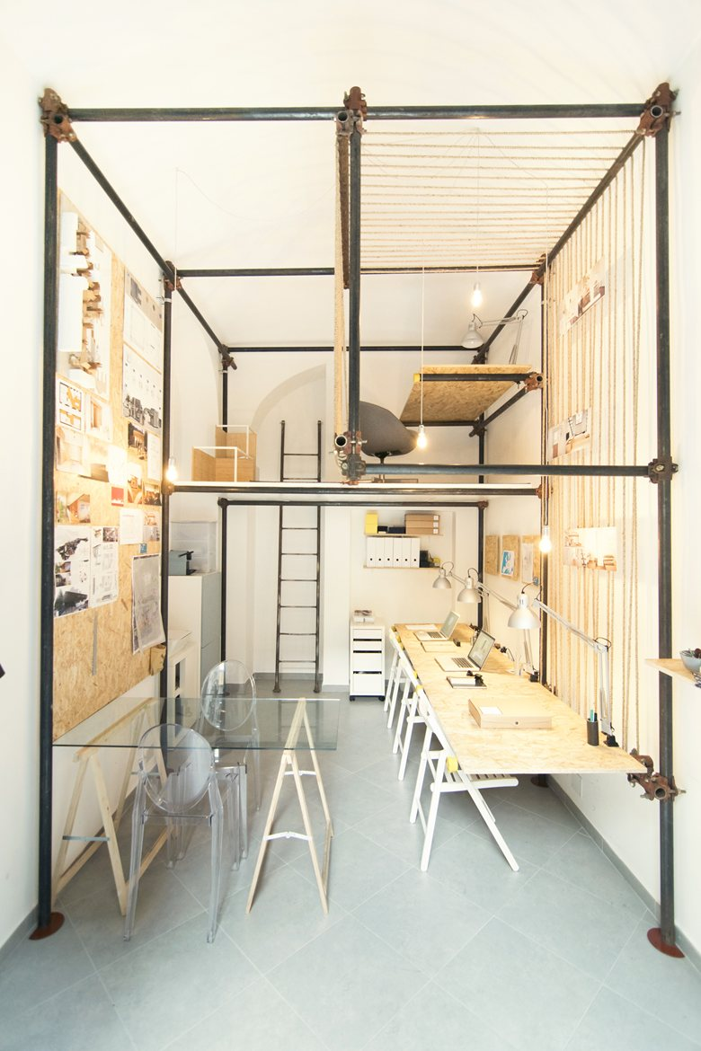 14 sqm architecture office featuring an internal pipe for Long narrow office layout