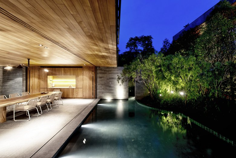 Wall-House-indoor-outdoor-transition