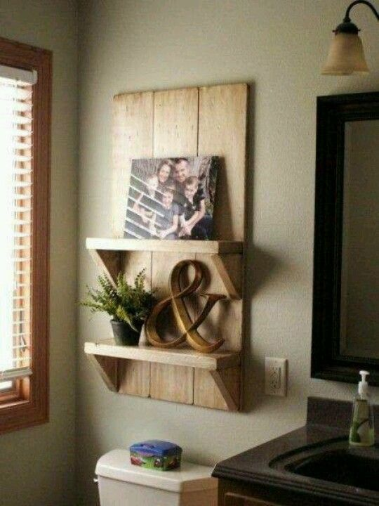 above-toilet-pallet-shelves
