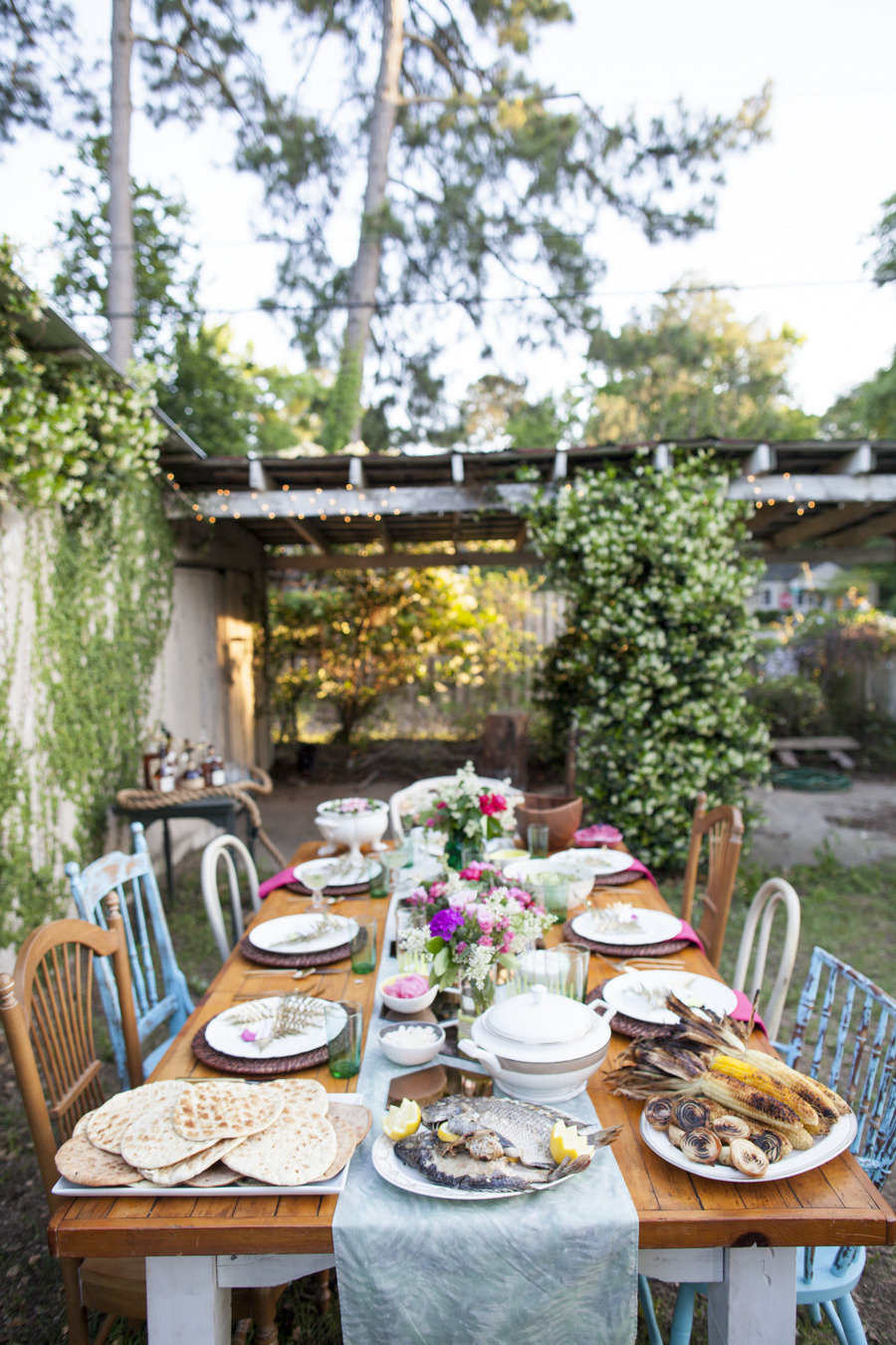 50 outdoor party ideas you should try out this summer for Outdoor table decor ideas