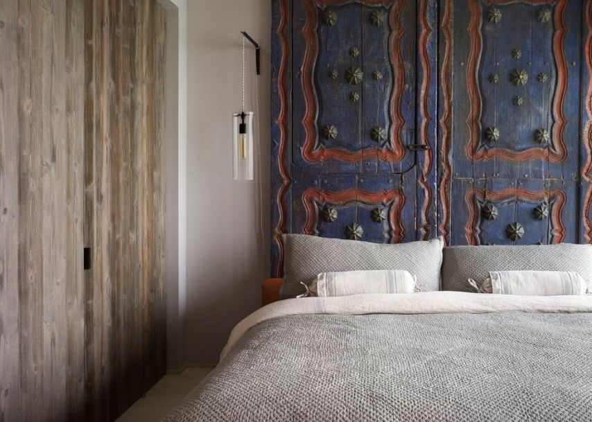 Clever Repurposing Door Headboard Ideas
